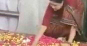 Flash NEWS : Sasikala Beating Jayalalitha:-