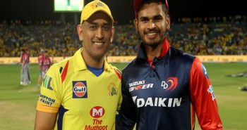 MS Dhoni gives some advice to Shreyas Iyer