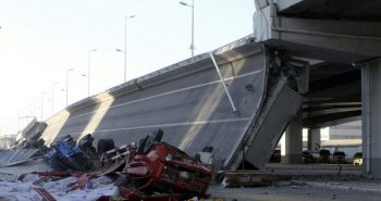 China: Pedestrian bridge collapsed