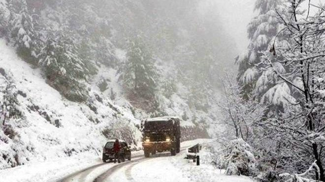Heavy snowfall in Jammu kashmir