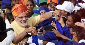 Modi ditributes food for poor children