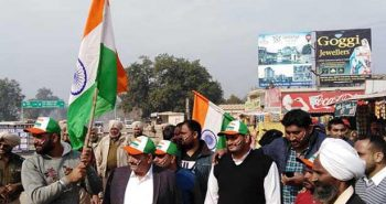 People Gathered with national flags at Wagah border