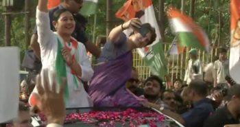 Priyanka Gandhi took selfie in election rally at UP
